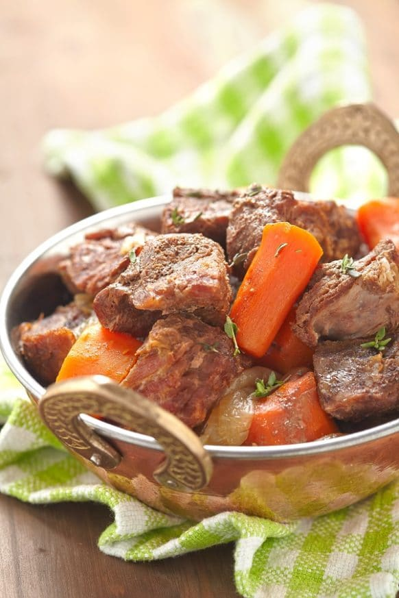 Slow cooker Jamaican beef stew recipe. Stewed beef with vegetable and spices cooked in 6-quart (6 L) slow cooker. Very delicious! #slowcooker #crockpot #dinner #beef #stew