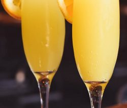 Mimosa cocktail. Delicious champagne-based mixed drink. Very easy to make! #cocktails #drinks #beverages #party
