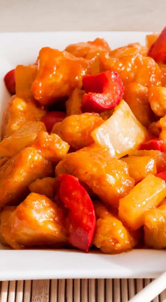 Slow cooker chicken stew with pepper and pineapple. Chicken breasts with red bell peppers, pineapples, and spices cooked in a slow cooker. Very tasty Thai recipe. #slowcooker #crockpot #chicken #stew #dinner #easy #homemade