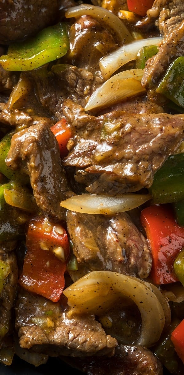 Slow cooker peppered beef. Delicious beef steak with vegetables cooked in a slow cooker. #slowcooker #crockpot #dinner #beef #homemade