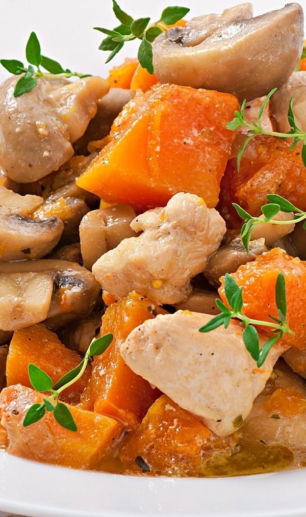 Slow cooker chicken stew with vermouth. Chicken breasts and thighs with vegetables and vermouth cooked in a slow cooker. #slowcooker #crockpot #chicken #stew #dinner #homemade