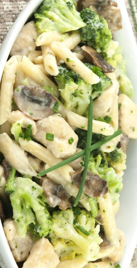Slow cooker cream cheese chicken with broccoli. Creamy chicken breasts with broccoli and mushrooms cooked in a slow cooker. #slowcooker #crockpot #chicken #cramy #dinner #broccoli #mushrooms