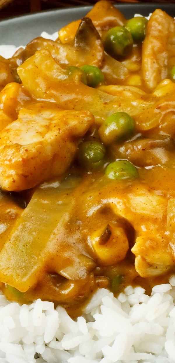 Slow cooker curry-ginger chicken stew recipe. Cubed chicken breasts with vegetables and homemade Curry-Ginger Spice Blend cooked in a slow cooker #slowcooker #crockpot #chicken #dinner #stew #homemade #magicskilletrecipes