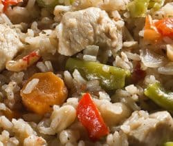 Slow cooker risotto primavera with chicken. Learn how to cook yummy Italian risotto with chicken and vegetables in a slow cooker. #slowcooker #crockpot #risotto #italian #chicken #dinner #homemade