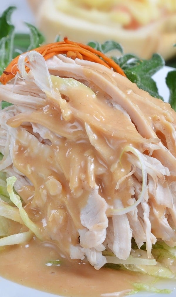 Slow cooker shredded chicken recipe. I prepared this super easy and very delicious 4-ingredients recipe in a slow cooker. #slowcooker #crockpot #dinner #chicken #shredded #delicious