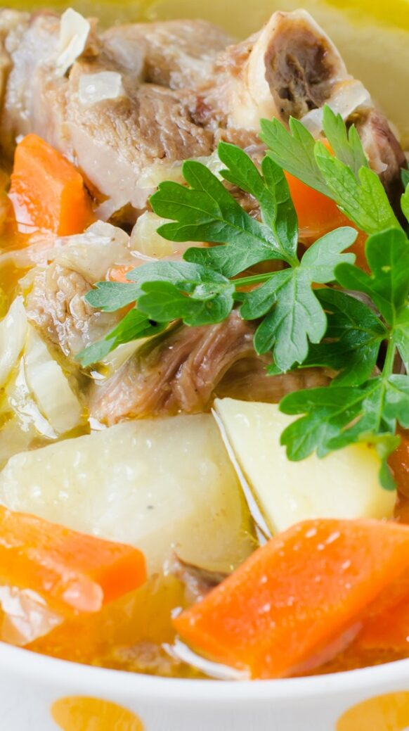 Slow cooker turkey soup. Turkey soup with vegetables and greens cooked in a slow cooker. Very healthy and delicious! #slowcooker #crockpot #dinner #turkey #soup #vegetables #healthy #diet #magicskilletrecipes