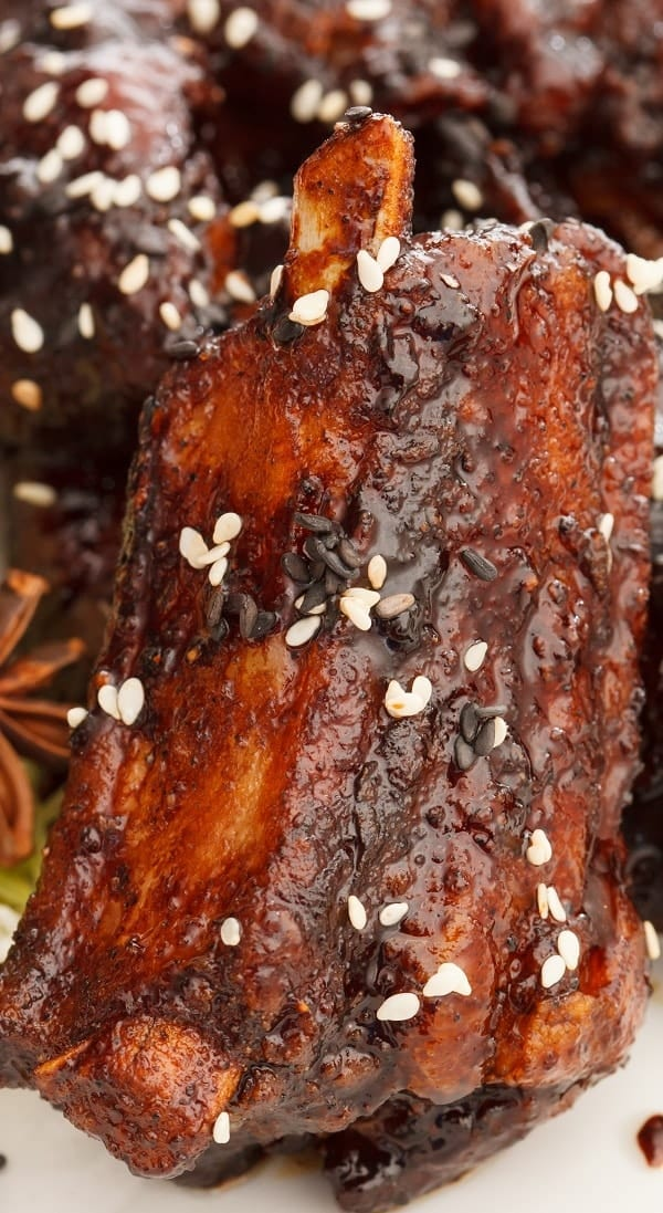 Slow cooker Chinese spare ribs recipe. Pork spare ribs with honey, soy sauce, and spices cooked in a slow cooker. Yummy. #slowcooker #crockpot #dinner #ribs #homemade #easy #spicy #delicious #yummy