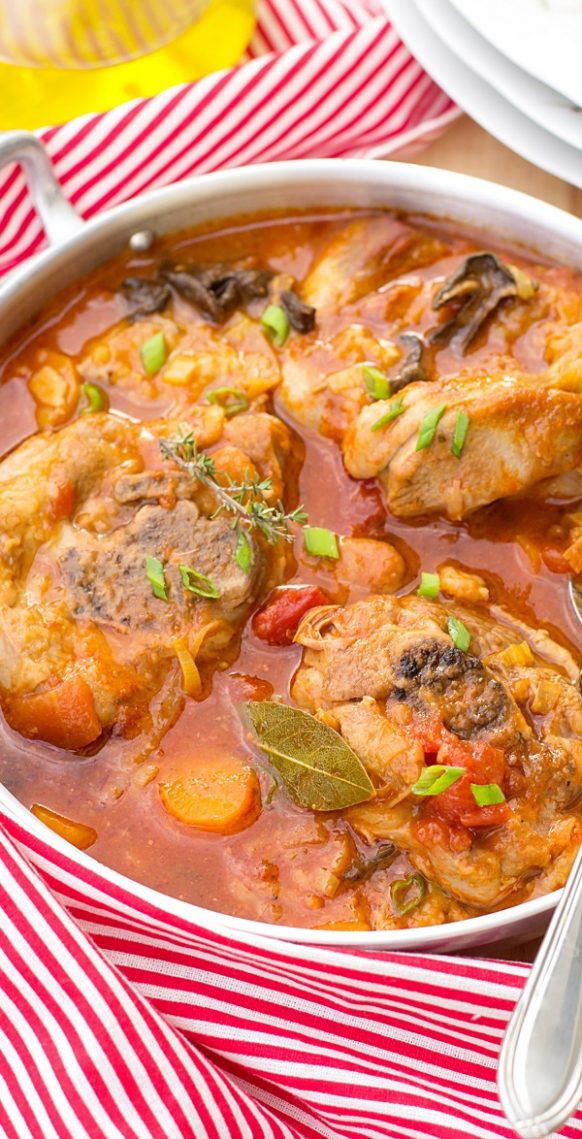 Slow cooker Osso Bucco. Turkey tights with vegetables and dry red wine cooked in a slow cooker. Yummy! #slowcooker #crockpot #turkey #dinner #ossobucco
