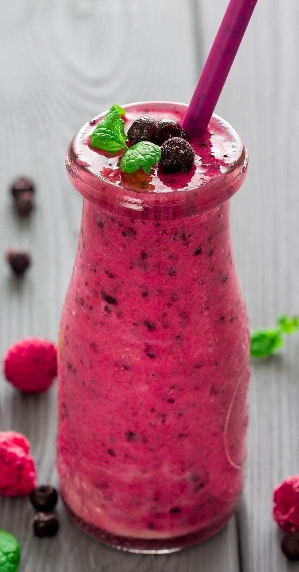 Fruit smoothie. Learn how to make an excellent mixed drink from fresh fruits and berries. Quick and healthy! #smoothie #drinks #beverges #healthy #easy