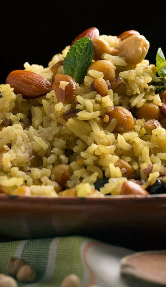 Instant pot brown rice with cashews. Brown rice with cashews and spices cooked in an electric instant pot. Very easy and tasty Indian recipe. #instantpot #pressurecooker #dinner #healthy #easy #vegetarian