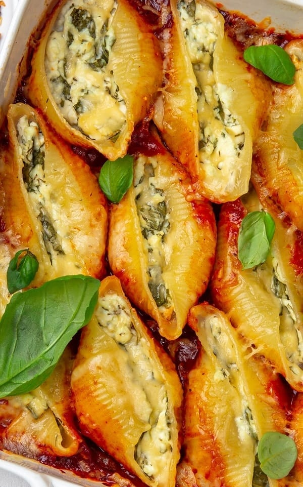 Instant pot cheese and spinach stuffed shells. Jumbo shells with cheese, spinach, and marinara sauce cooked in an electric pressure cooker. #pressurecooker #instantpot #dinner #homemade #lowcarb #recipes