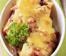 """Slow cooker scalloped potatoes recipe. Scalloped potatoes are also known as """"potatoes au gratin"""" cooked in a slow cooker. Creamy and delicious. #slowcooker #crockpot #potatoes #dinner #creamy #scalloped"""