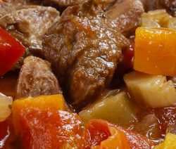 Oven baked Hungarian goulash recipe. Famous Hungarian goulash baked in a halogen (turbo) oven. Very easy and delicious. #turboovenrecipes #goulash #dinner #halogenoven #magicskilletrecipes #food #cooking