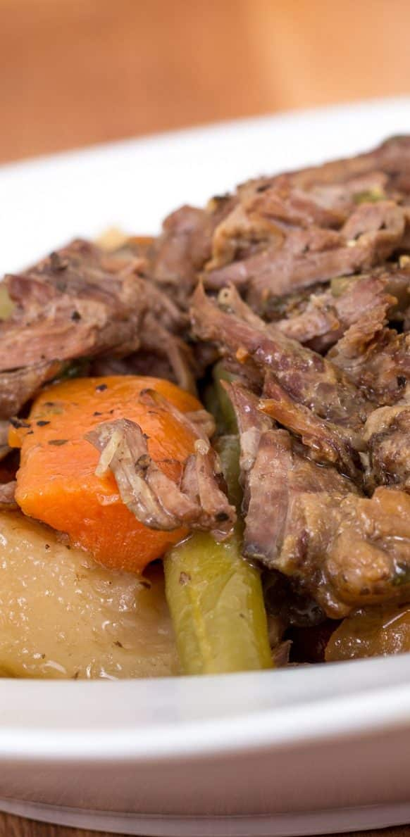 Slow cooker pot roast with vegetables. Beef pot roast with vegetables cooked in a slow cooker. Very delicious! #slowcooker #cockpot #potroast #beef #vegetables #dinner #homemade