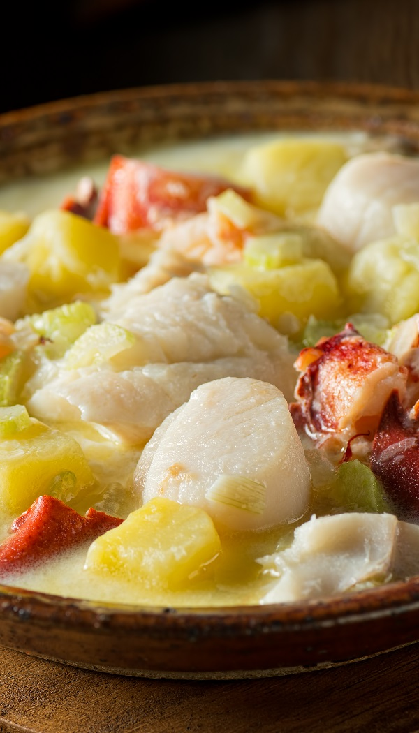Slow cooker seafood chowder recipe. Very simple seafood chowder cooked in a slow cooker. This chowder is great with croutons. #slowcooker #crockpot #dinner #seafood #chowder