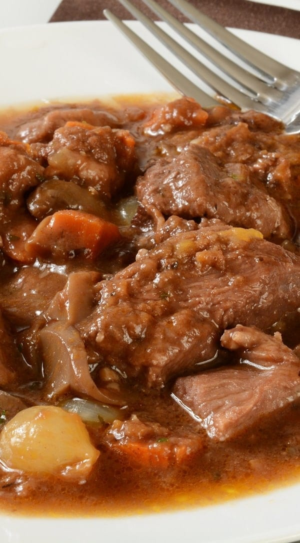 Slow cooker wine-braised beef brisket. Beef brisket with vegetables and wine cooked in a slow cooker. Easy and delicious. #slowcooker #crokpot #beef #dinner #easy #delicious #homemade