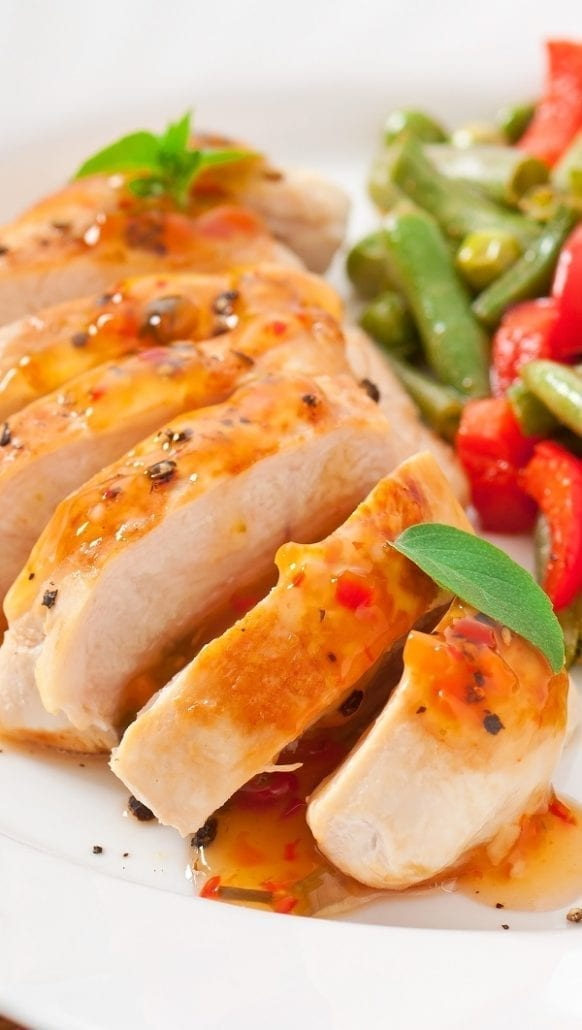 Chicken breasts marinated in hot sauce. Chicken breasts with chili sauce cooked in a broiler. Easy and delicious! #oven #chicken #dinner #delicious #food