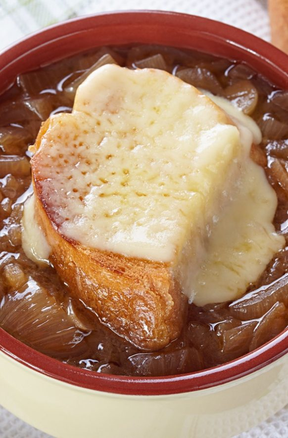 Oven cooked onion soup. Famous French onion soup cooked in halogen (turbo) oven. Very easy and delicious! #oven #turbooven #halogenoven #dinner #soup #lunch #onionsoup