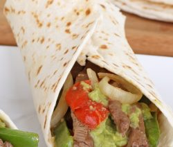 Slow cooker beef sirloin fajitas recipe. Boneless beef sirloin steak with vegetables and spices cooked in a slow cooker and served with whole wheat tortillas. Very delicious! #slowcooker #crockpot #dinner #beef #fajitas