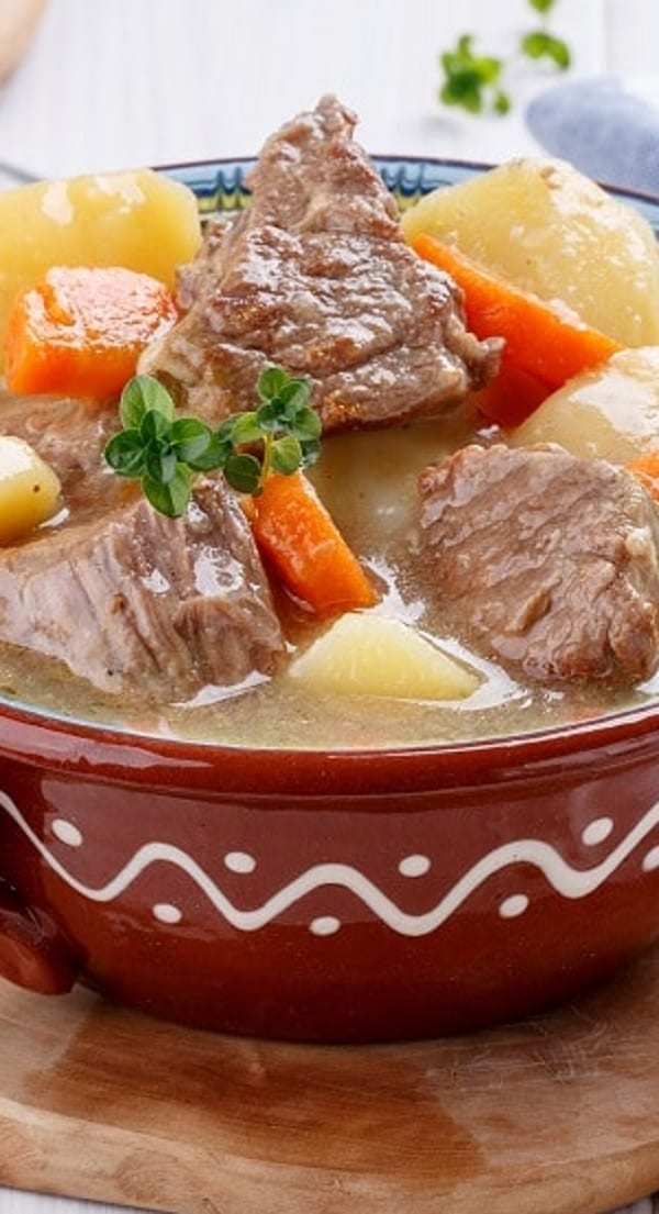 Slow cooker beef soup with red wine. Cubed beef with vegetables and dry red wine cooked in a slow cooker. #slowcooker #crockpot #beef #soup #dinner #homemade
