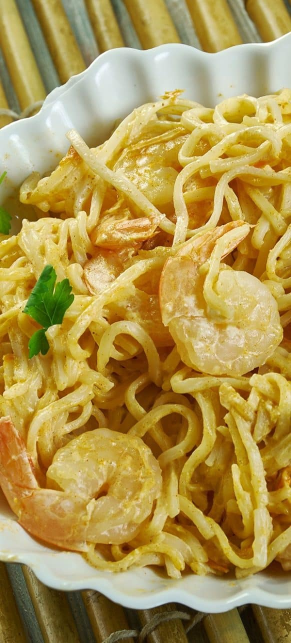 Instant pot Asian shrimp pasta recipe. Learn how to cook yummy sweet and spicy shrimp with spaghetti in an electric instant pot. #instantpot #pressurecooker #shrimp #pasta #dinner #homemade