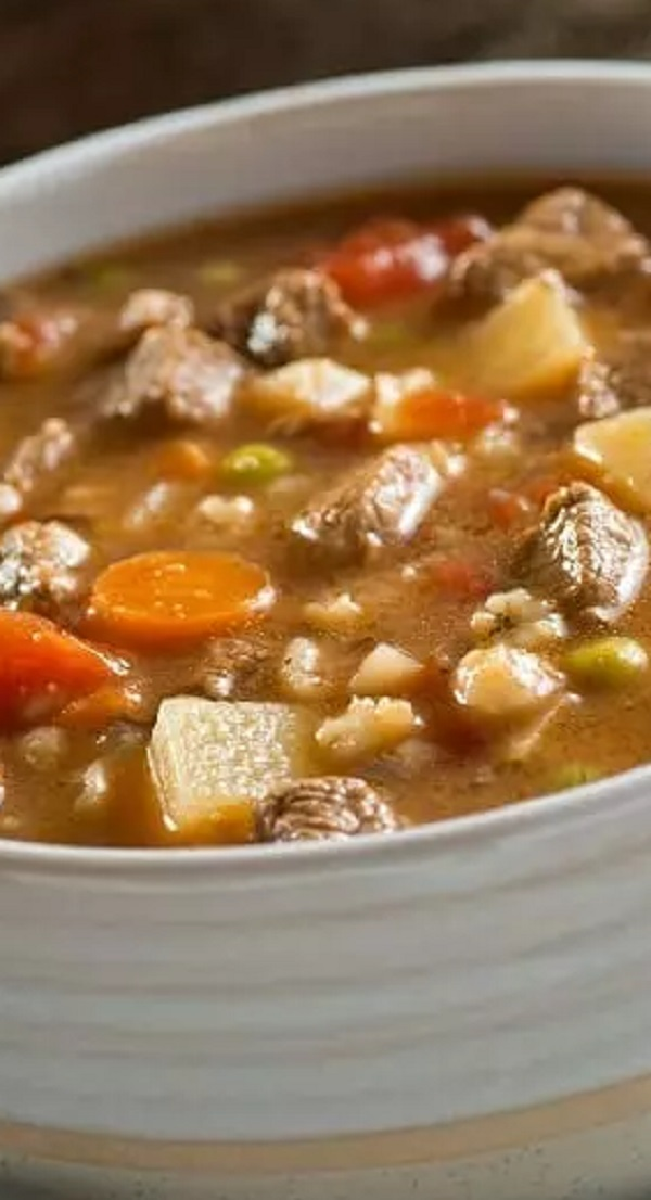 Slow cooker beef and barley soup recipe. Beef stew meat with barley and vegetables cooked in a slow cooker. This yummy and hearty soup is even better if made for a day in advance. #slowcooker #crockpot #soup #dinner #beef #barley #magicskilletrecipes