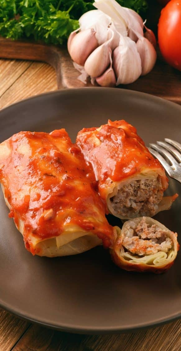 Slow cooker cabbage rolls. Learn how to cook easy and yummy rice and beef-stuffed cabbage rolls cooked in a slow cooker. #slowcooker #crockpot #dinner #easy #cabbage #homemade