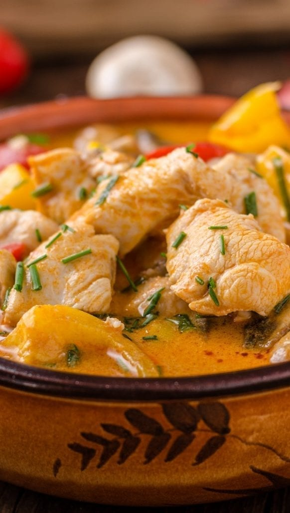 Slow cooker curried chicken and vegetable stew. Very popular Indian recipe. Cubed chicken breasts with vegetables and spices cooked in a slow cooker. #slowcooker #crockpot #chicken #stew #dinner