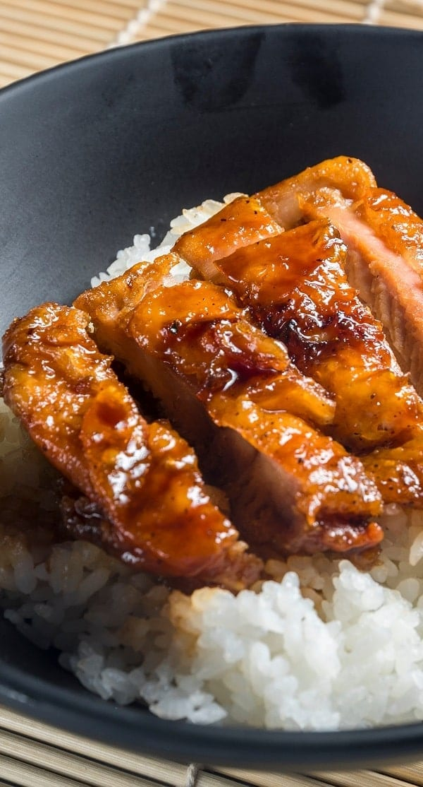 Slow cooker honey-soy chicken. Chicken breasts with honey and soy sauce cooked in a slow cooker. #slowcooker #crockpot #chicken #dinner #homemade #easy