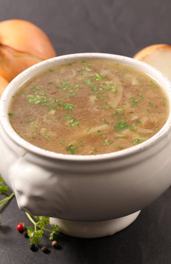 Slow cooker onion soup. Very simple and delicious onion soup cooked in slow cooker. #slowcooker #crockpot #onion #soup #dinner #easy #homemade