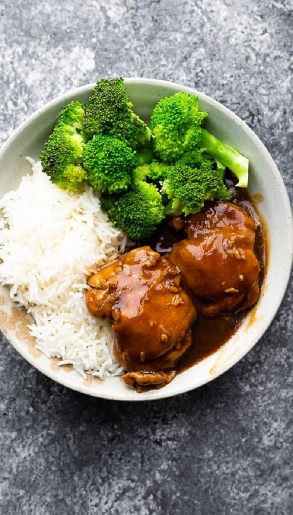 Instant pot honey-garlic chicken thighs recipe. Boneless and skinless chicken thigh with soy sauce and honey cooked in an electric instant pot. #instantpot #pressurecooker #chicken #dinner #easy #homemade