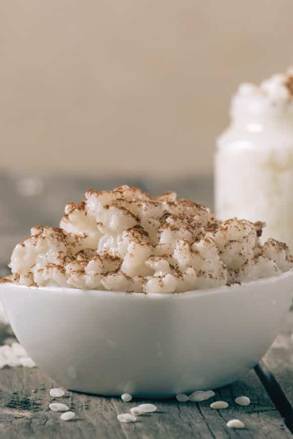 Slow cooker creamy rice pudding recipe. Very delicious dessert cooked in the slow cooker. #slowcooker #crockpot #dessrt #rice #pudding #creamy