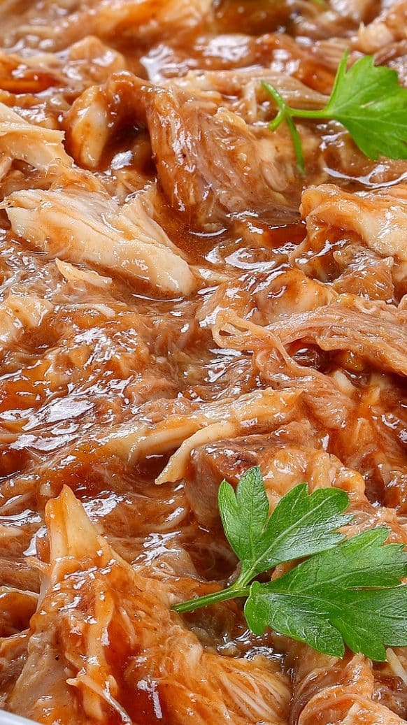 Slow cooker Hawaiian barbecue chicken recipe. Very easy, simple and delicious 3-ingredient chicken breasts recipe. #slowcooker #crockpot #chicken #dinner #bbq