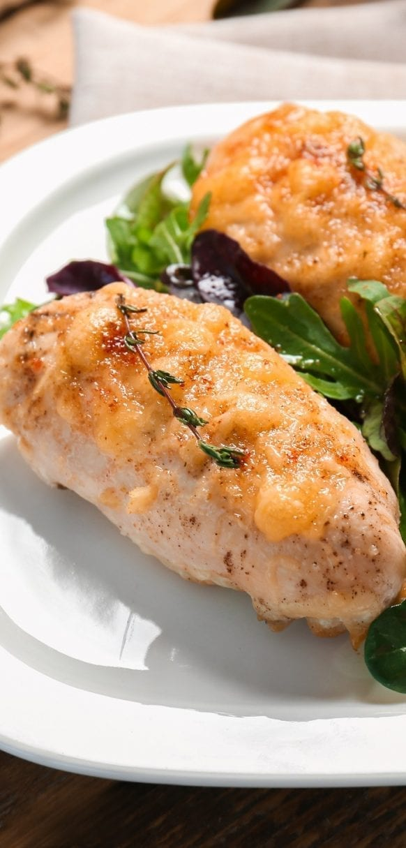 Slow cooker sriracha peach chicken breasts recipe. Learn how cook sweet and spicy chicken breasts in a slow cooker. #slowcooker #crockpot #chicken #hot #sweet #dinner #homemade