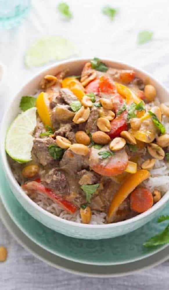 Crock pot Thai curry beef recipe. Learn hot to cook yummy beef with spices in a slow cooker. #crockpot #slowcooker #dinner #spicy #curry #beef