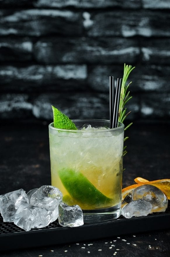 Classic Caipirinha cocktail recipe. Yummy rum-based Brazilian mixed drink. Very easy and refreshing drink. #beverages #drinks #cocktails #mix #party #classic