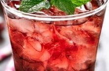 Cranberry gin cocktail recipe. Very delicious and refreshing cocktail made from fresh cranberries. #cocktails #drinks #beverages #party