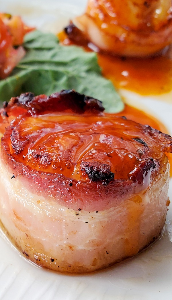 Air fryer bacon-wrapped scallops recipe. Scallops wrapped in crispy bacon with barbecue sauce cooked in an air fryer #airfryer #dinner #appetizers #party #seafood #scallops