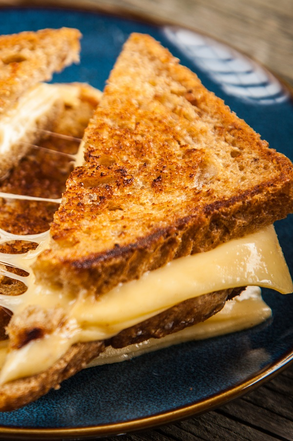 Air fryer grilled cheese sandwiches recipe. Learn how to grill yummy cheese sandwiches in an air fryer.#airfryer #breakfast #sandwiches #cheese