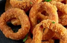 Air fryer onion rings recipe. Learn how to cook crispy onion rings in an air fryer. Very easy and delicious appetizer. #airfryer #dinner #appetizers #healthy #crispy #onion