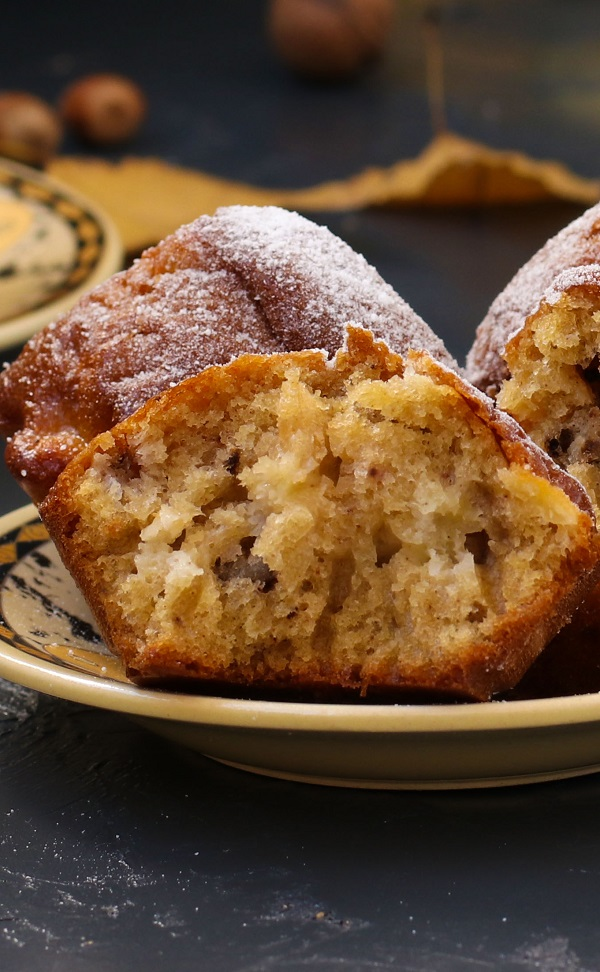Air fryer apple and walnut muffins. Learn how to bake easy and healthy breakfast muffins in an air fryer. #airfryer #desserts #breakfast #muffins #magicskilletrecipes
