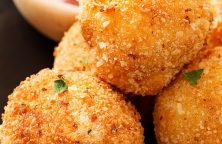 Air fryer golden potato croquettes recipe. Learn how to cook delicious potato balls in an air fryer. #airfryer #vegetarian #dinner #lunch #appetizer #potato #croquettes