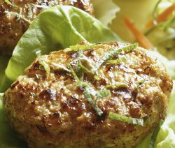 Air fryer lamb burgers recipe. Learn how to cook yummy lamb burgers in an air fryer. #airfreyr #dinner #lunch #recipes #lamb #oven