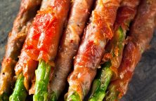 Air fryer prosciutto-wrapped asparagus recipe. Learn how to cook crispy and delicious asparagus in an air fryer. #airfryer #dinner #lunch #recipes #asparagus