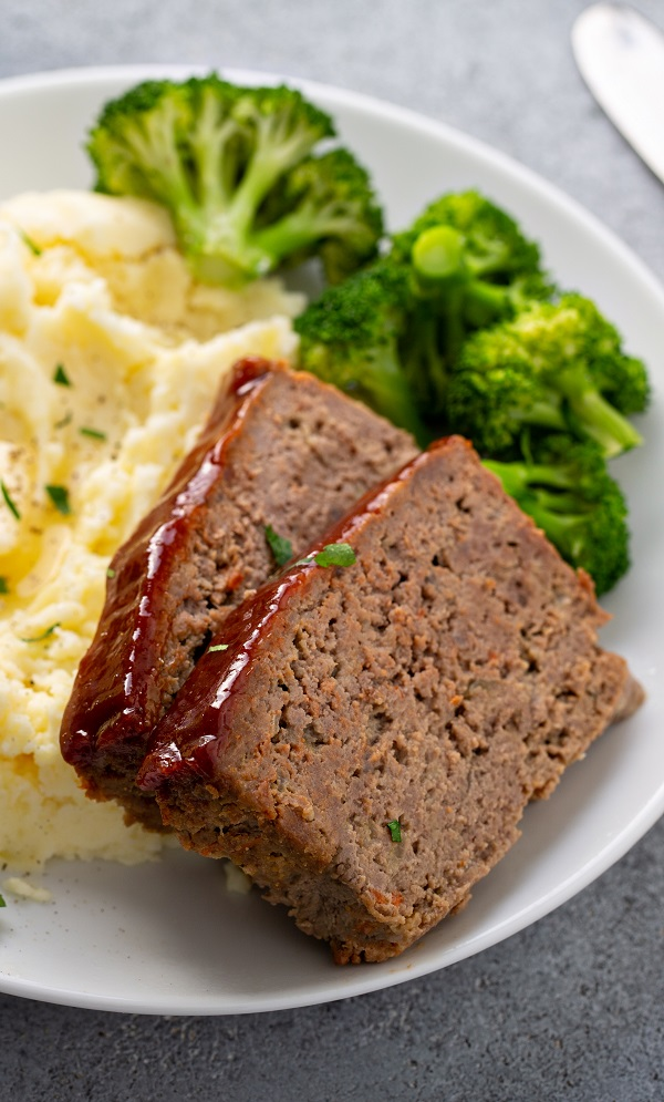 Instant pot meatloaf with mashed potatoes recipe. Meatloaf and mashed potatoes cooked at the same time in an electric instant pot. #instantpot #presurecooker #dinner #lunch #meatloaf