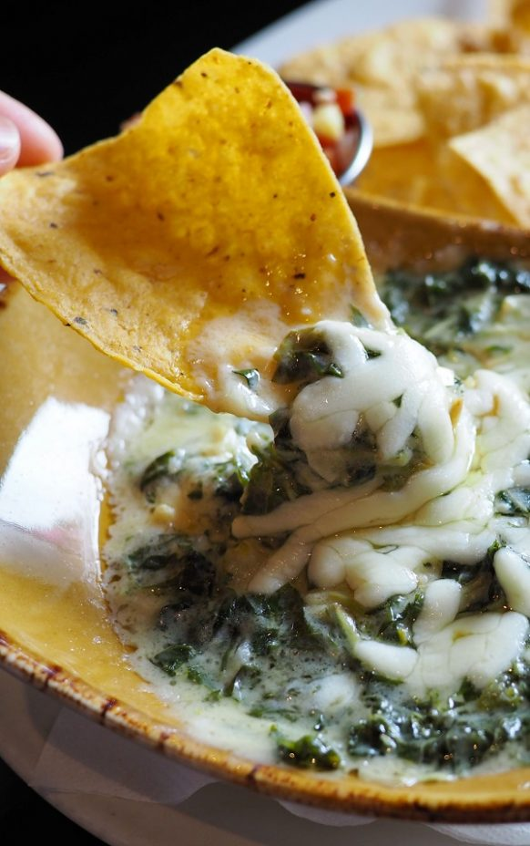 Air fryer cheesy artichoke-spinach dip. Very easy, healthy and delicious dip cooked in an air fryer. #airfryer #dip #appitezer #dinner #lunch #healthy #easy #delicious