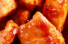 Air fryer hot chicken bites recipe. Cubed boneless and skinless chicken thighs fried in air fryer and served with hot sauce. Easy and delicious! #airfryer #chicken #dinner #hot #lunch #spicy