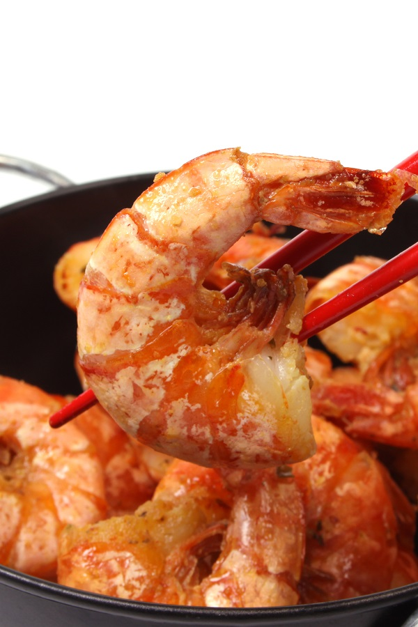 Air fryer Asian shrimp recipe. Learn how to cook yummy and spicy shrimp in an air fryer. #airfryer #appetizers #dinner #party #shrimp #autumn #seafood