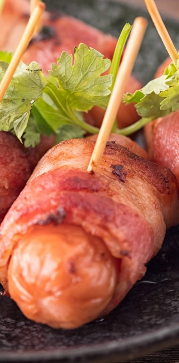 Air fryer bacon-wrapped sausage recipe. Learn how to cook juicy and healthy sausages in an air fryer. #airfryer #appetizers #dinner #sausages #wraps #recipes #food