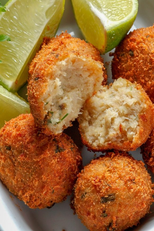 Air fryer breaded cod cakes recipe. Learn how to cook delicious fish cakes in an air fryer. #airfryer #fish #dinner #seafood #cod #lunch #cakes